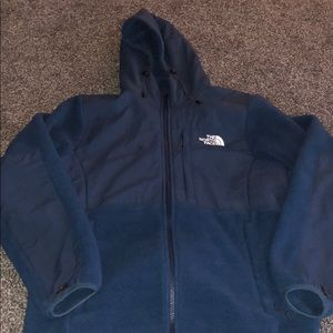 Navy blue hooded north face jacket!